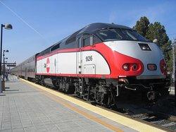 Img-104534143-caltrain train