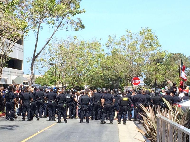 Trump police line