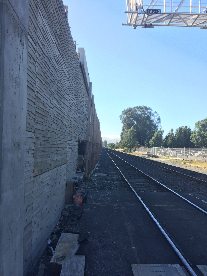 Caltrain wall 25th ave